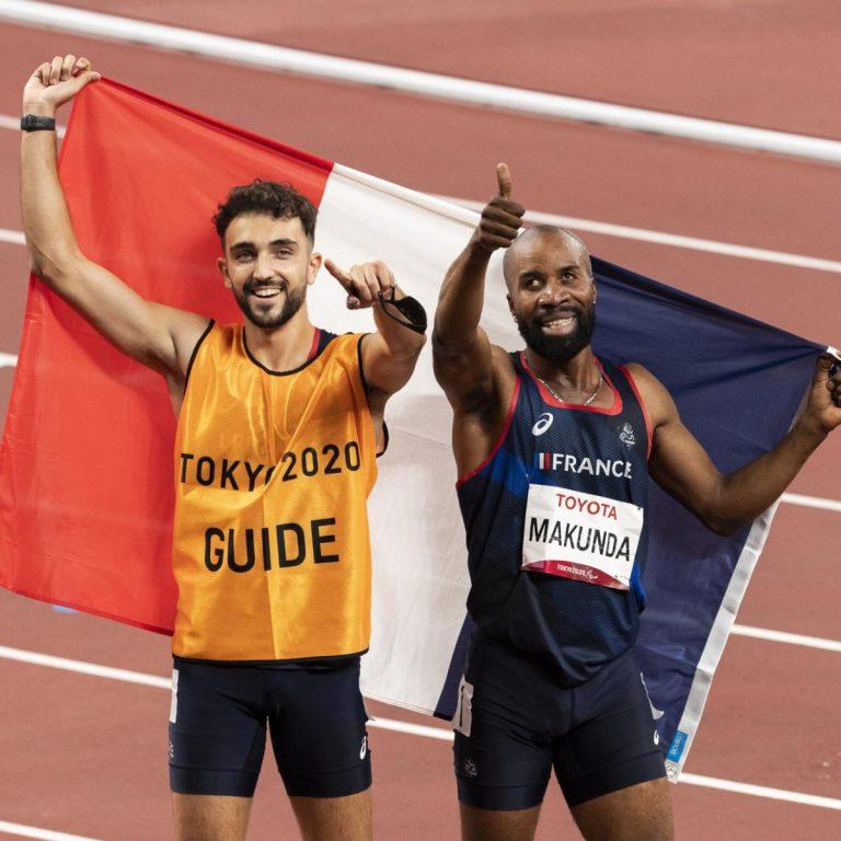 Trésor Makunda et son guide Lucas Mathonat sur la piste aux Jeux Paralympiques de Tokyo